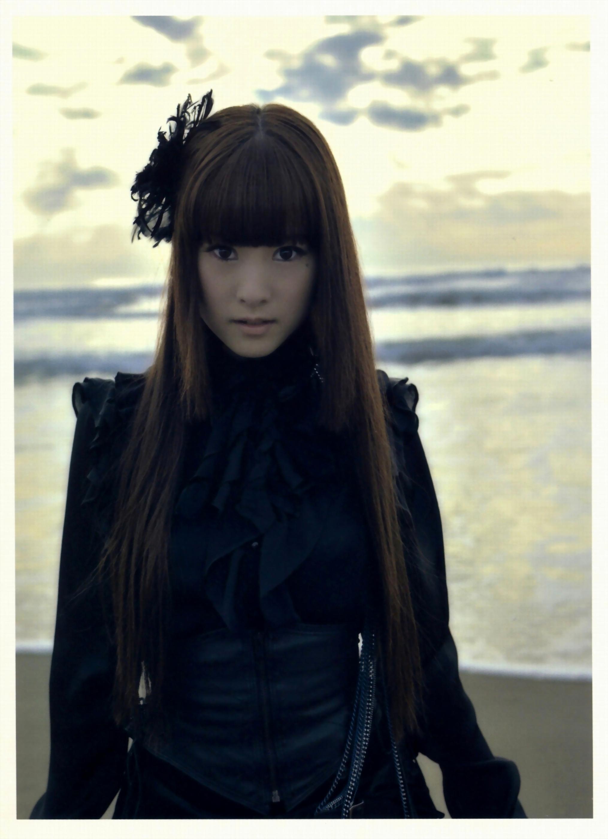 Keiko Kubota: Kalafina Photo Album Magia - 03 - Minitokyo